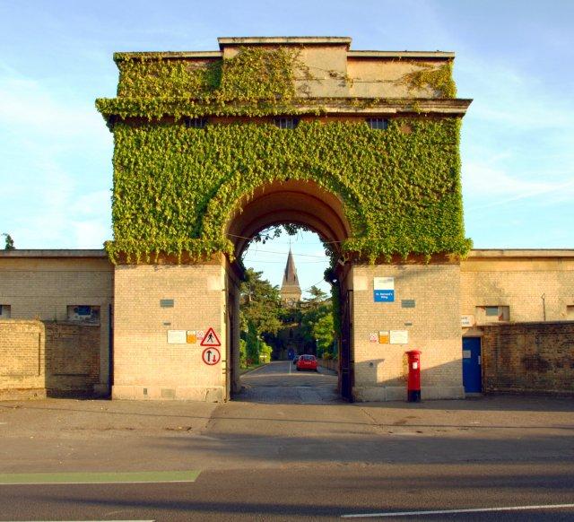 St_Bernards_Gatehouse_2008-2