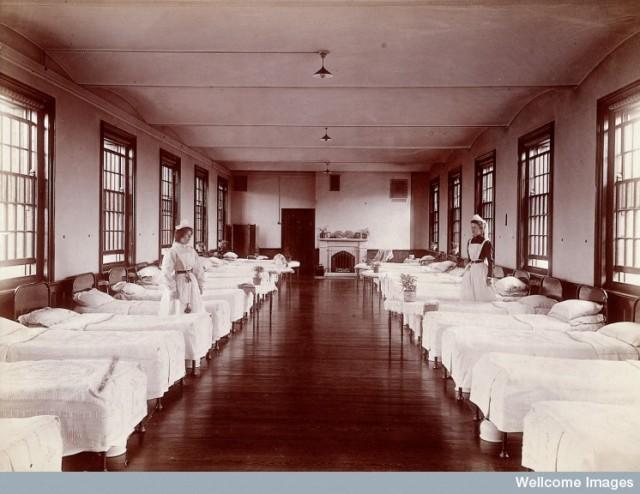 L0027370 Claybury Asylum, Woodford, Essex: a dormitory. Photograph by