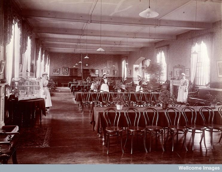 L0027373 Claybury Asylum, Woodford, Essex: a dining room (?). Photogr