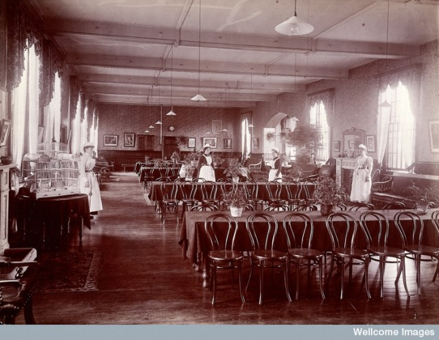 L0027373 Claybury Asylum, Woodford, Essex: a dining room (?). Photogr
