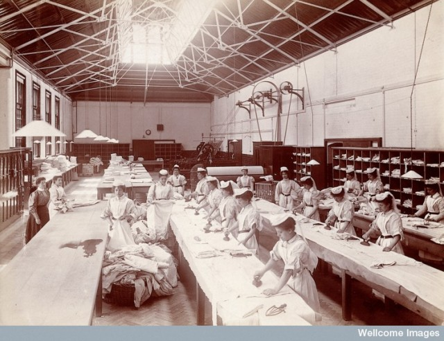 L0027377 Claybury Asylum, Woodford, Essex: an ironing room. Photograp